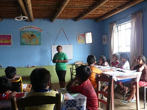 Gloria en classe de soutien scolaire