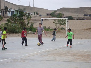 football avec les enfants du centre