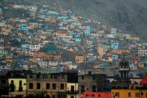 autour de Lima, des zones d'habitats précaires à perte de vue