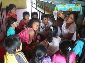 Nora la nouvelle professeure de soutien scolaire à El Porvenir
