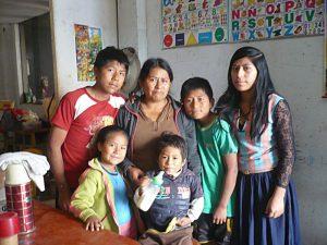 Idelsa entourée de ses enfants