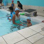 Arturo apprend à nager